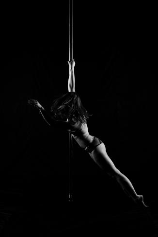 Pole_dance_body_positivity