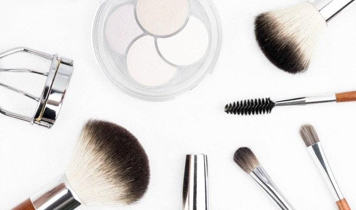 makeup-brush-1768790_1920.jpg